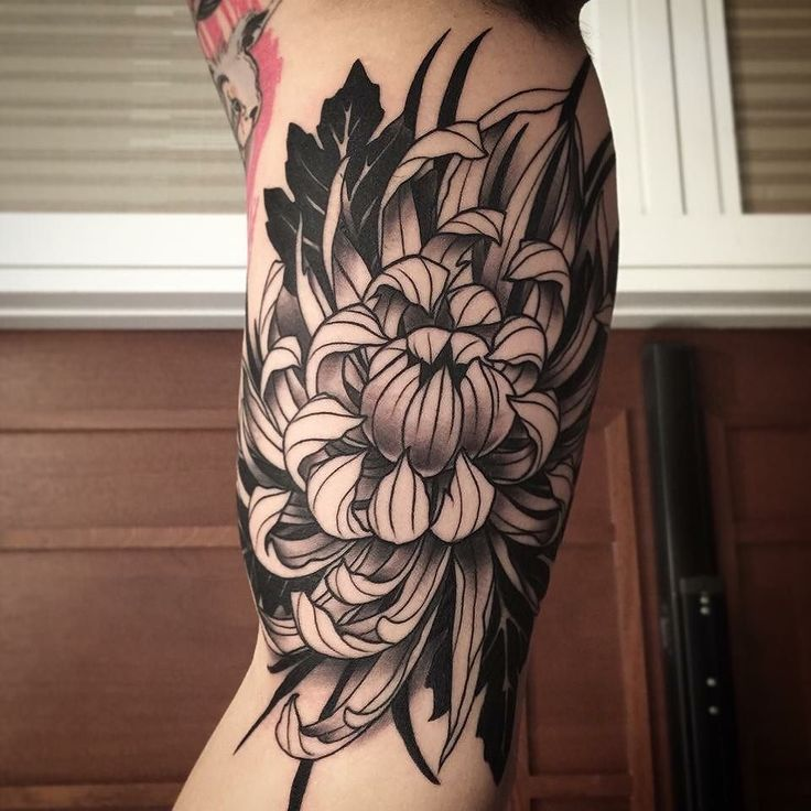 Chrysanthemum Detailed leg tattoo