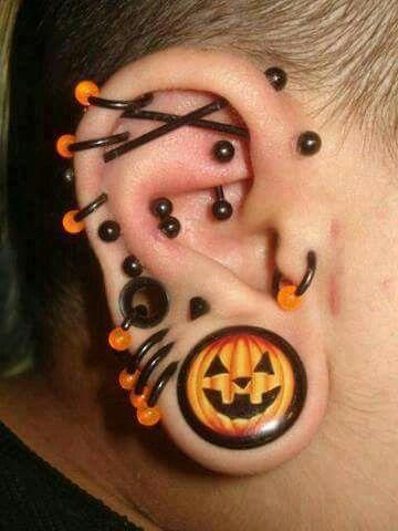 dermal tragus piercing
