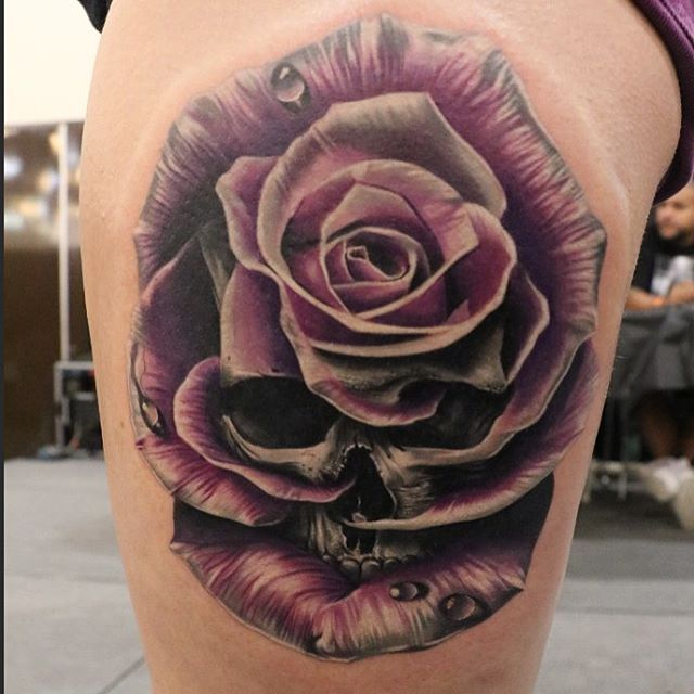 skull rose tattoo thigh 1