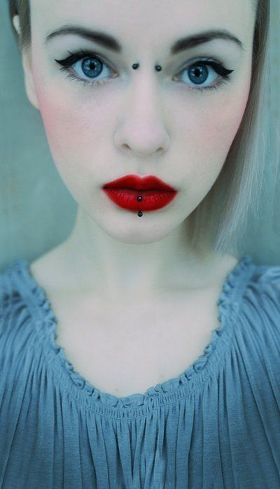 labret piercing with red lips