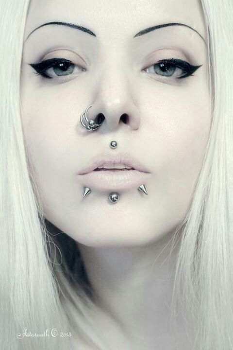 viper bite labret piercing
