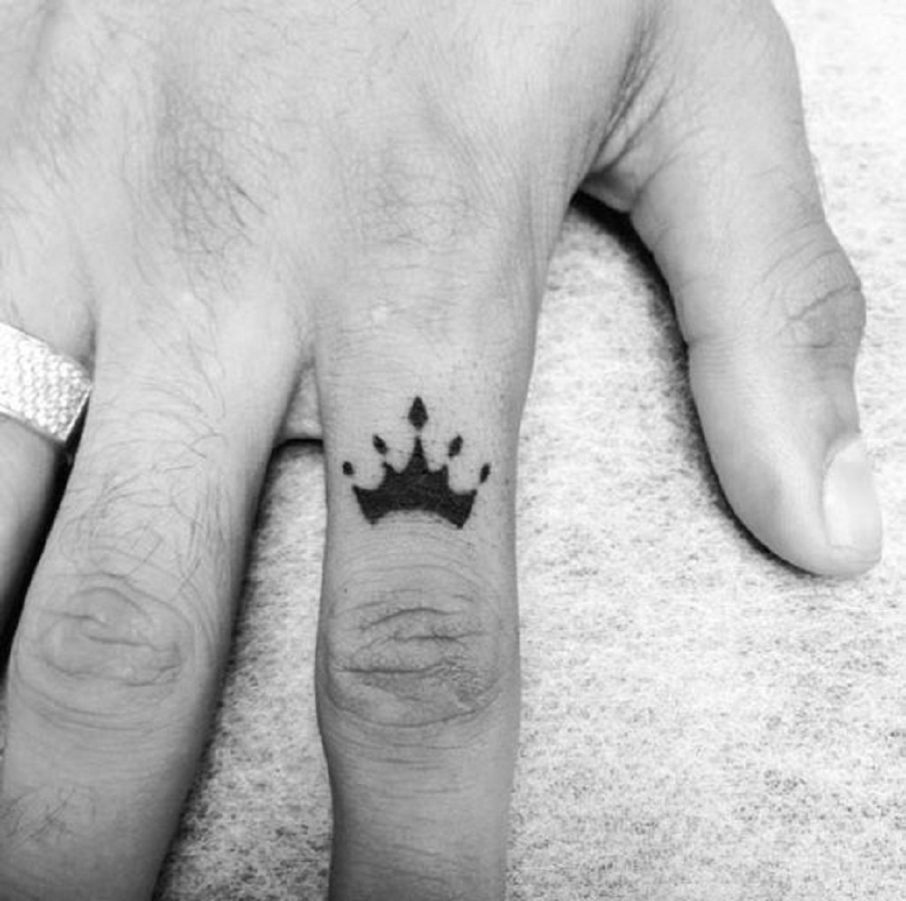 finger tattoo crown