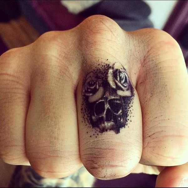finger tattoo men