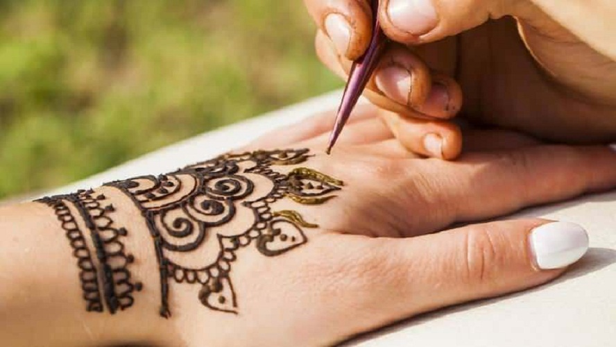henna tattoo process