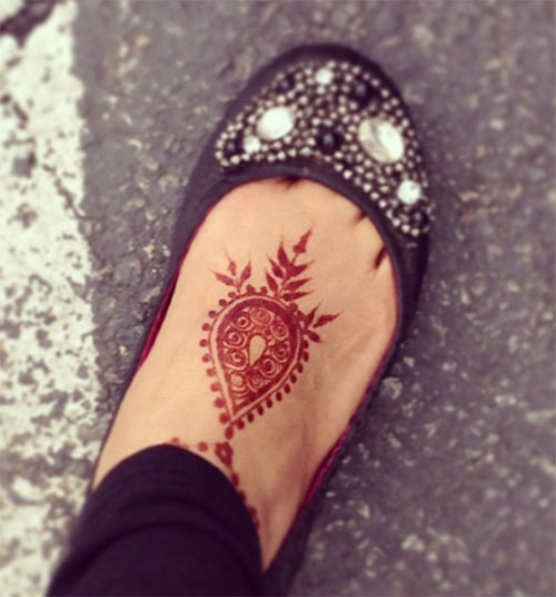 henna tattoo foot