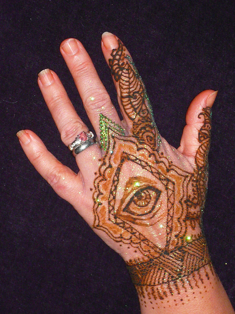 eye henna tattoo hand