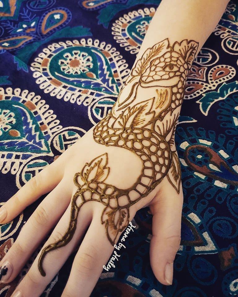 snake henna tattoo hand