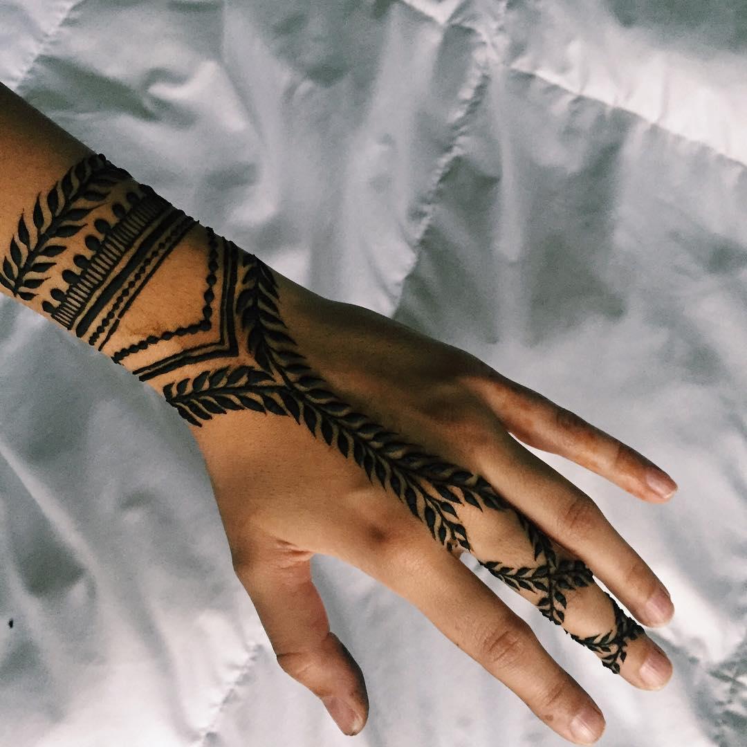 vine henna tattoo hand