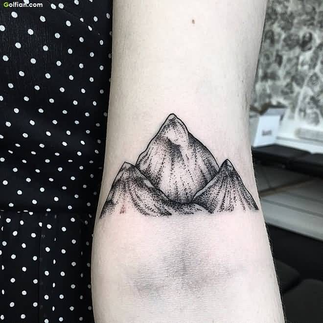 women mountain tattoo 7